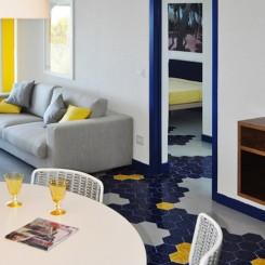 Casa giallo blu